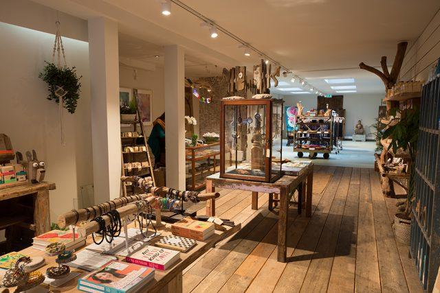 Winkel verbouwen in Amsterdam: YAY Yogastore en cafe